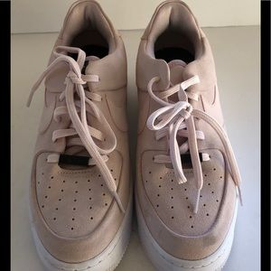 Nike Air Force 1 Sage Low Suede Light Pink 8.5